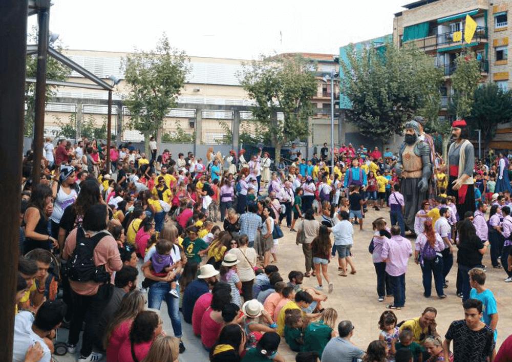 04_Els gegants Pere Anton i Bartomeu a la plaça_ Dansa de la Batalla_setembre 2017
