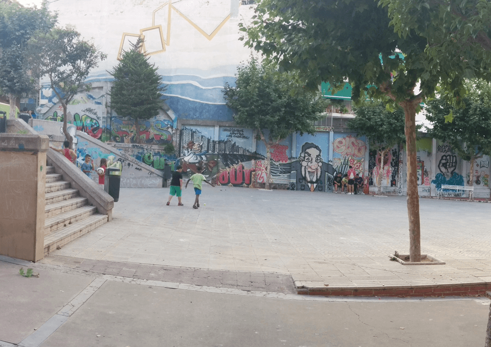 08_ La plaça Joan Miró abans de l'intervenció_estiu 2014